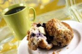 blueberry muffin an dcoffee